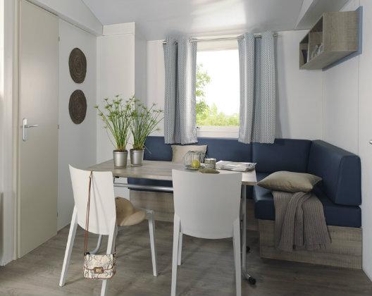 Maxi Caravan Riviera - living room
