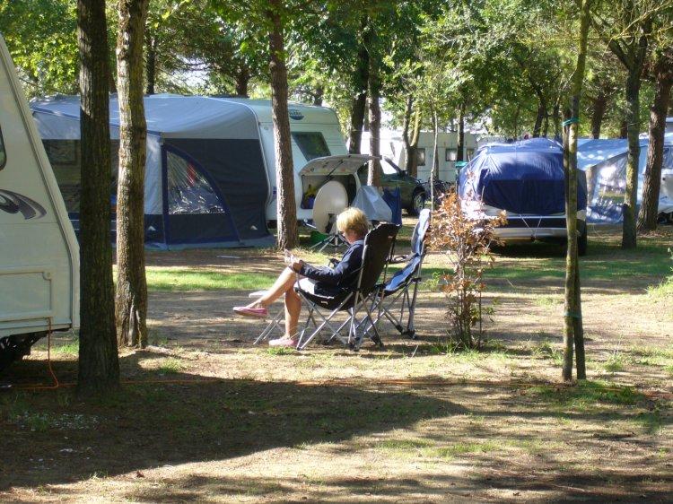 Camping Ca' Savio relax: reading..