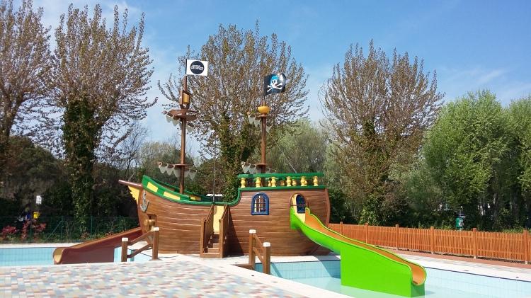 pirate ship pool casavio
